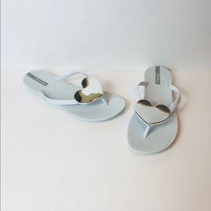 Ipanema sz 8 White Silver Heart Flip Flops